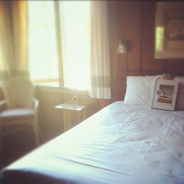 camp-shutter-sisters-asilomar-bedroom-instagram