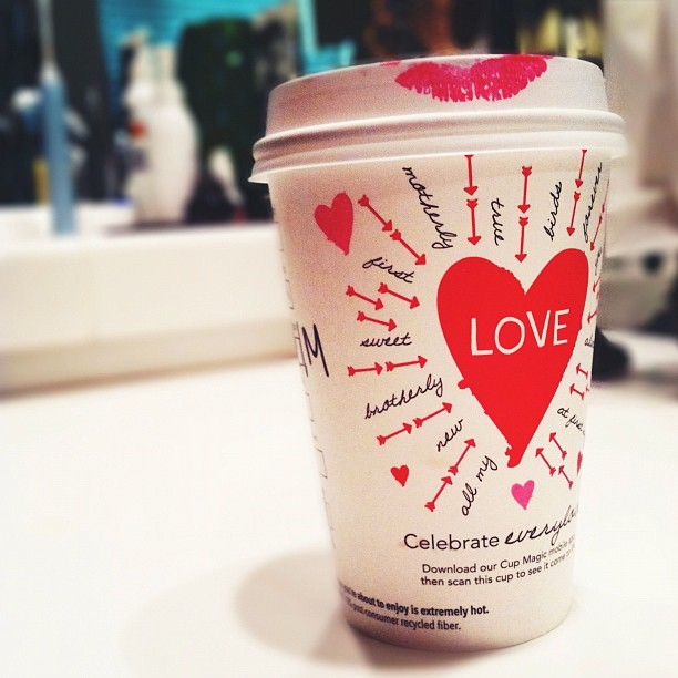 starbucks-valentines-day-cup-with-red-lips