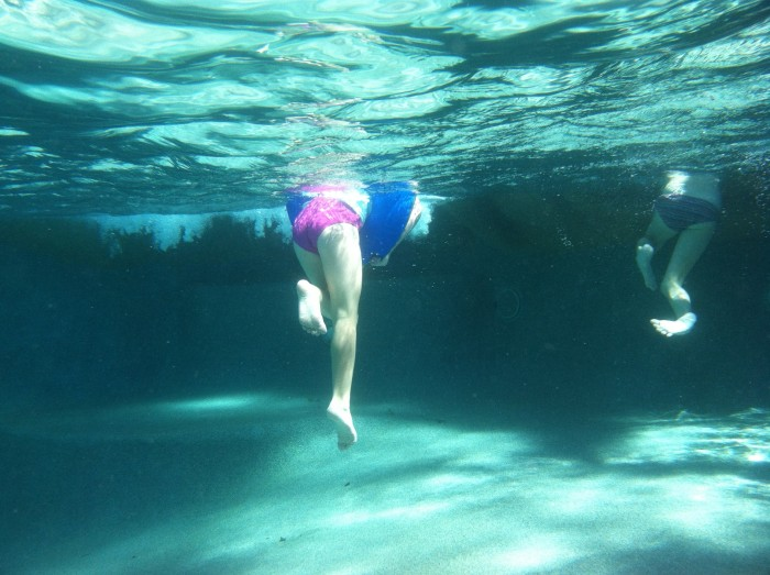 swimming_underwater_photo_in_pool