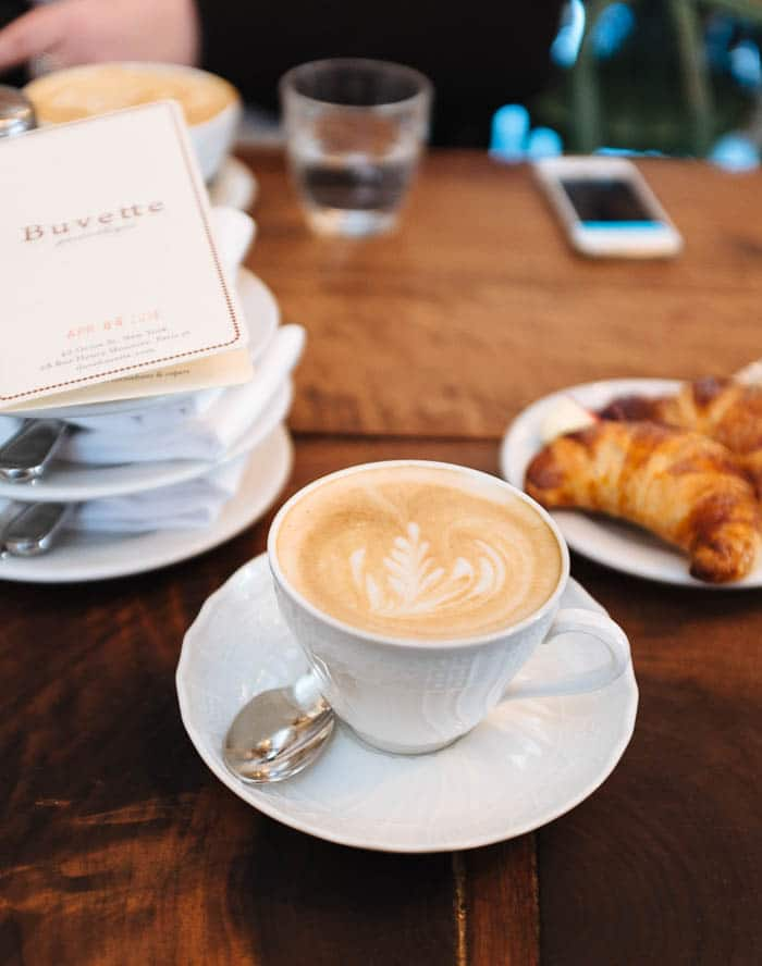Buevette-NYC-coffee-croissant